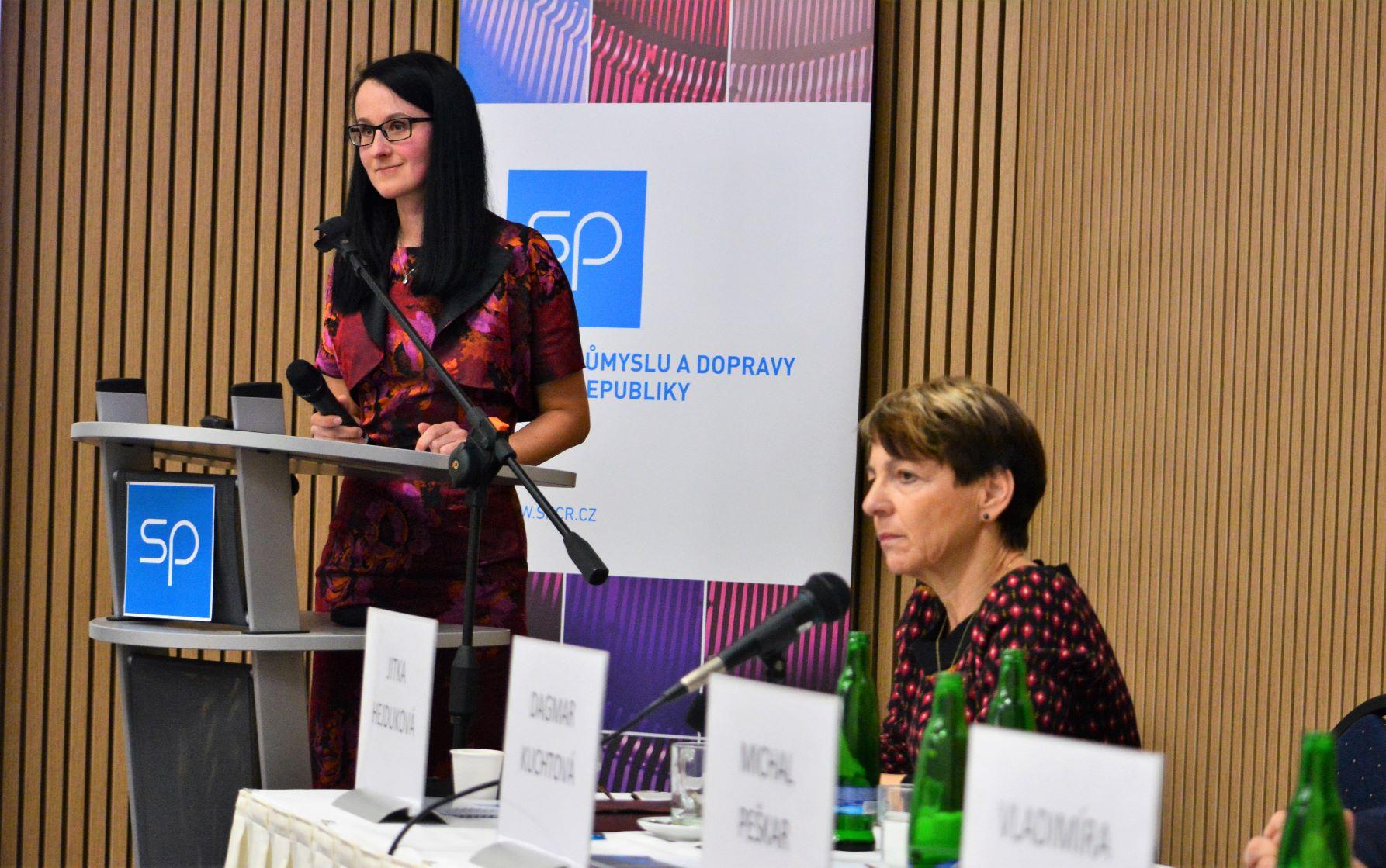 320 2019 konference Duspivova1