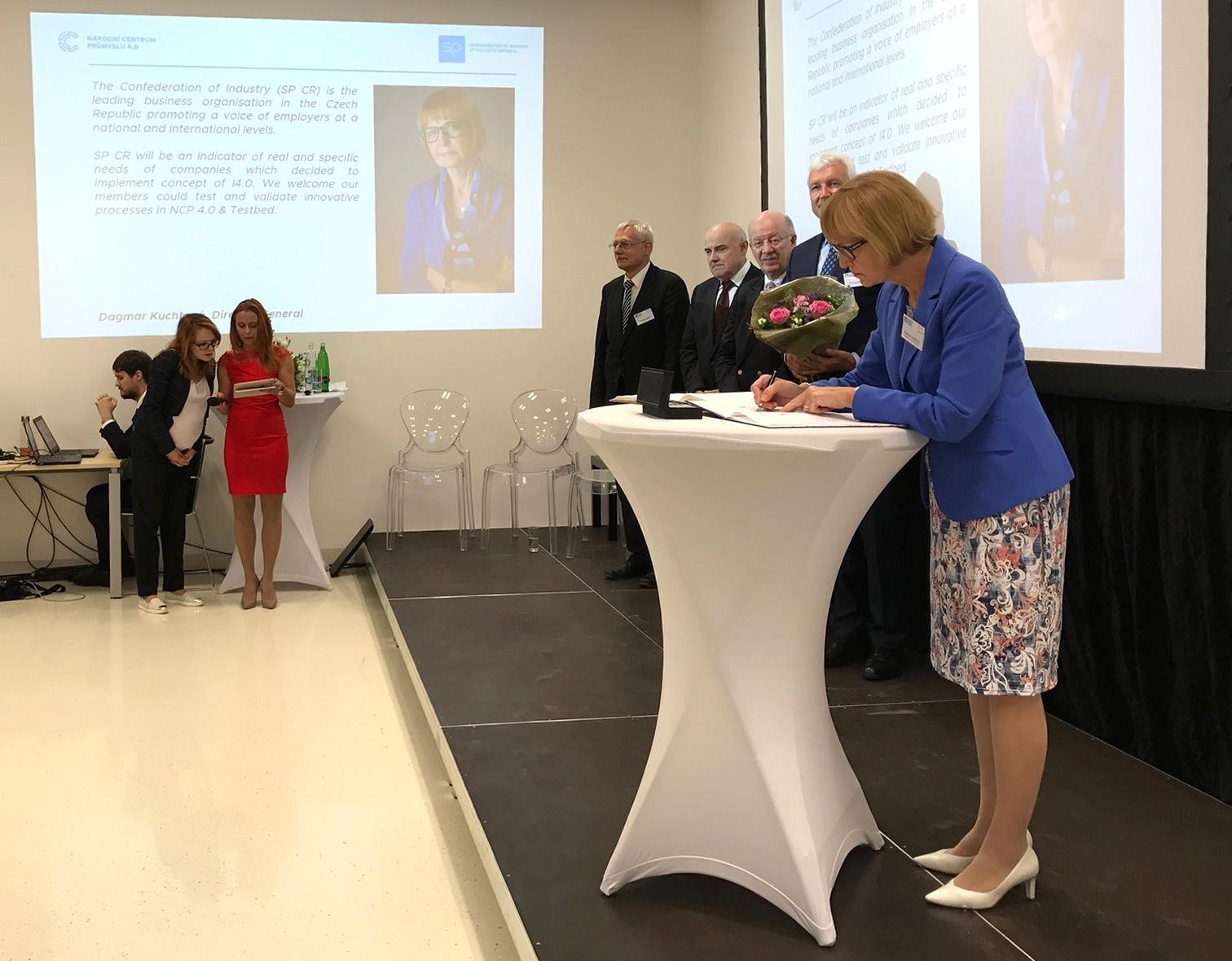 Podpis memoranda GŘ D. Kuchtová